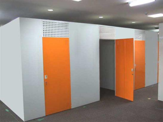 屋内への設置でセキュリティ・断熱性に優れたトランクルーム設備の写真